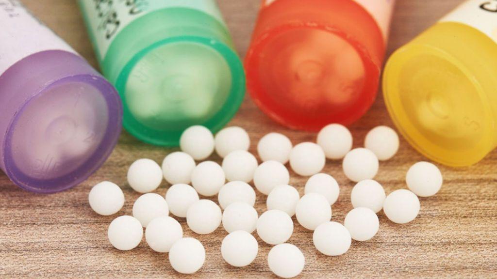El dueño de la mayor fábrica de medicamentos homeopáticos toma antibióticos