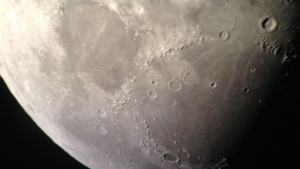 La Luna también tiene mares
