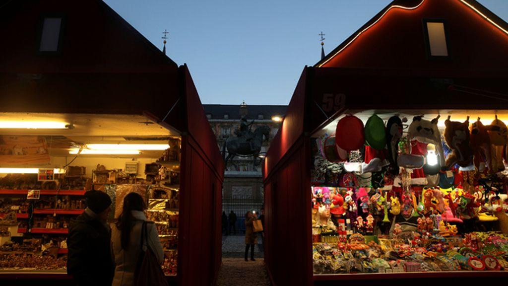 El más famoso de España: el mercadillo de la Plaza Mayor de Madrid estrena casetas