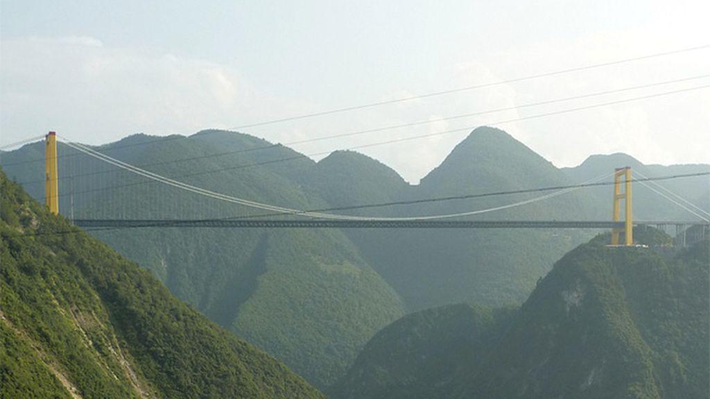 Para emociones fuertes, el Sidhue River Bridge en China