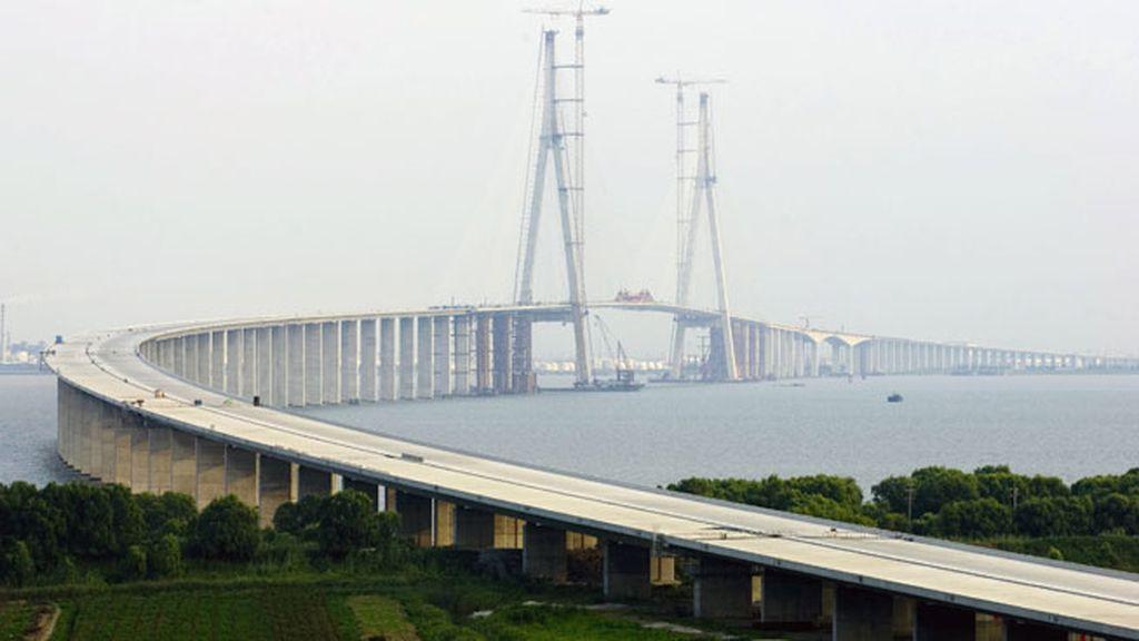 El Puente de Sutong, también en China, con 306 metros de altura
