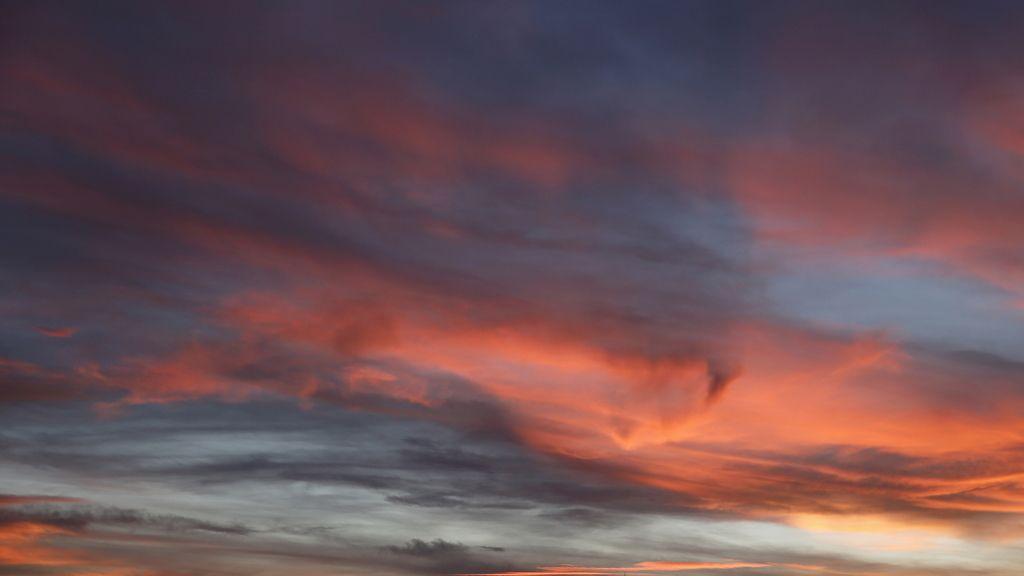 Sol poniente en cielo grana, buen tiempo para la mañana.