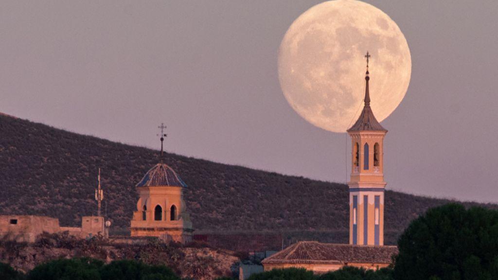 Top ten fotos 2016: luna llena en Hellín, Albacete