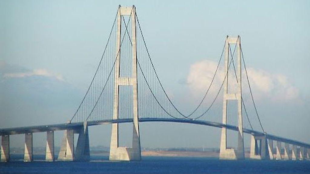 Puente E'dong en Hubei (China) inaugurado tiene más de una década y une Shanghái y Zhejiang con 242,5 metros de altura