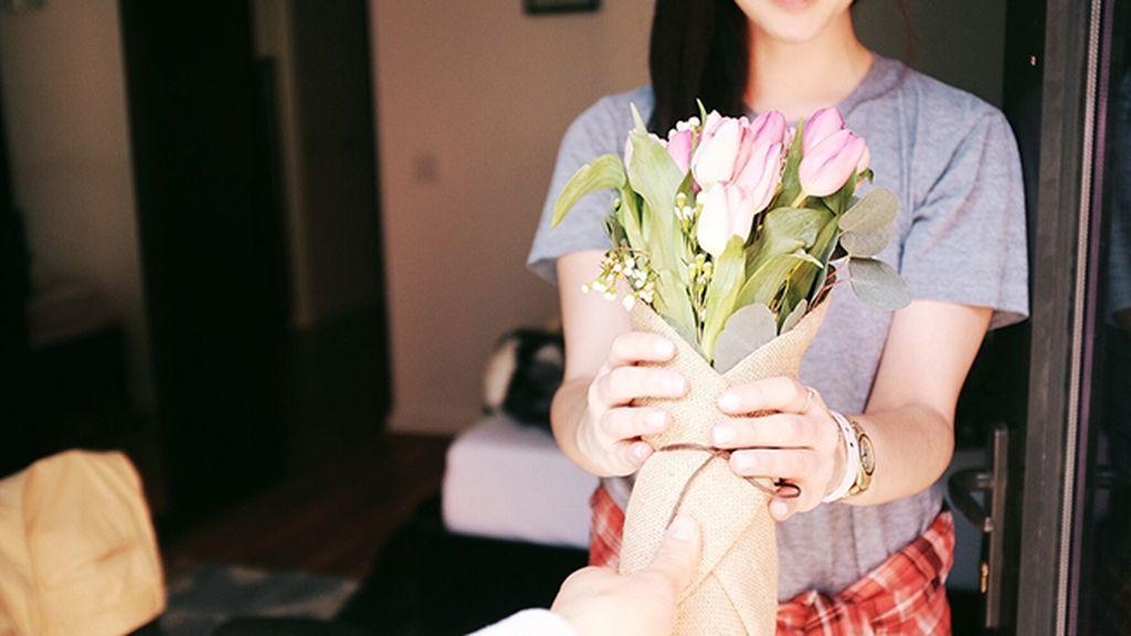 Regalar un ramo de flores y que la cita sea alérgica
