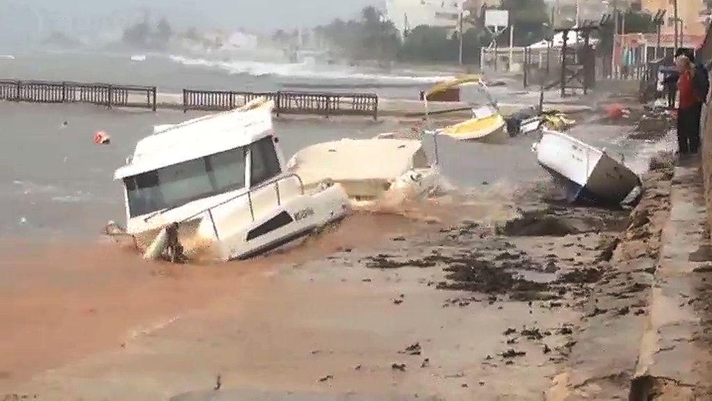 Barcos destruídos en la costa de Ibiza