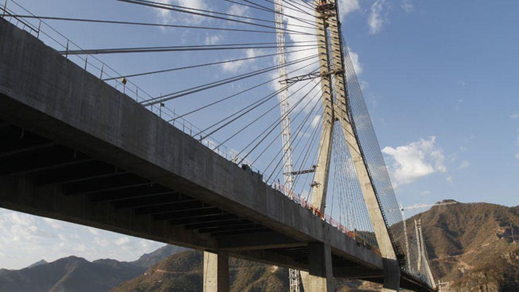 El Puente Baluarte en México quedó inaugurado en 2012 y tiene 390 metros de altura