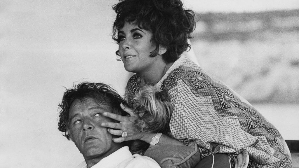 Elizabeth-Taylor-and-Richard-Burton-e1462377069124