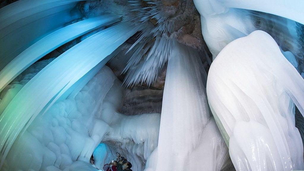 Una caverna congelada a 17º
