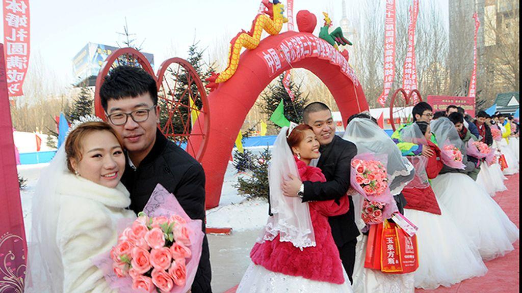 Un total de 18 parejas se dieron el sí quiero en la inauguración del Festival