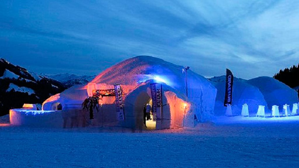 Alpeniglu Igloo Village en Thale, Austria: museo de hielo