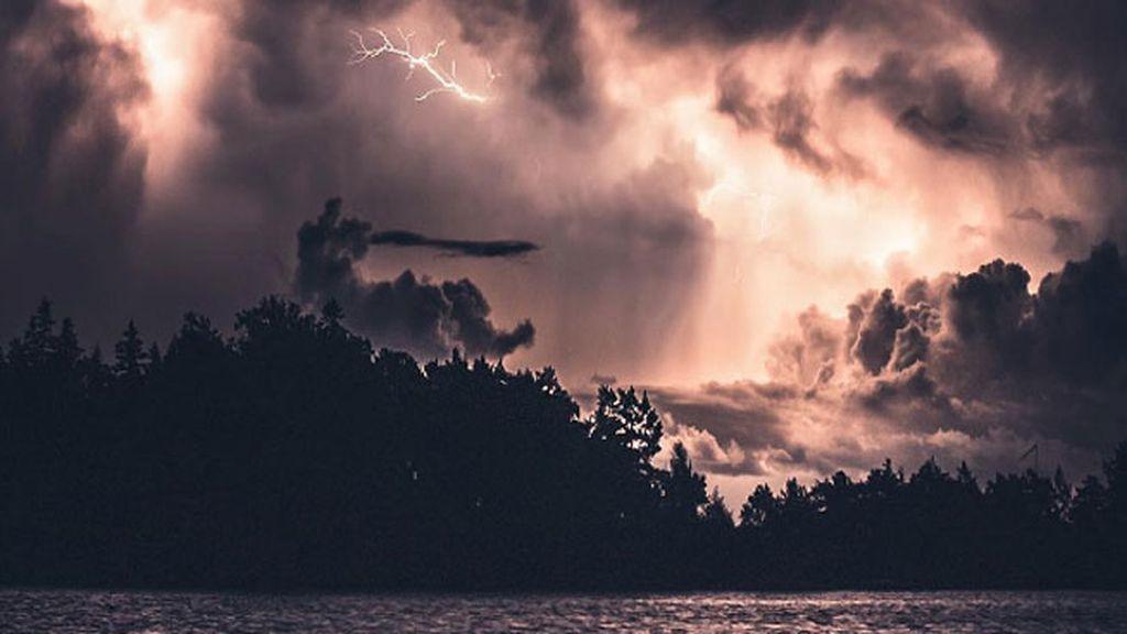 Noche de tormenta en Kasnäs, Finlandia