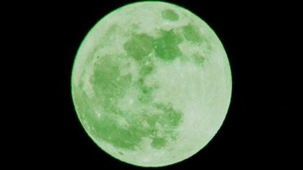 Luna verde sola