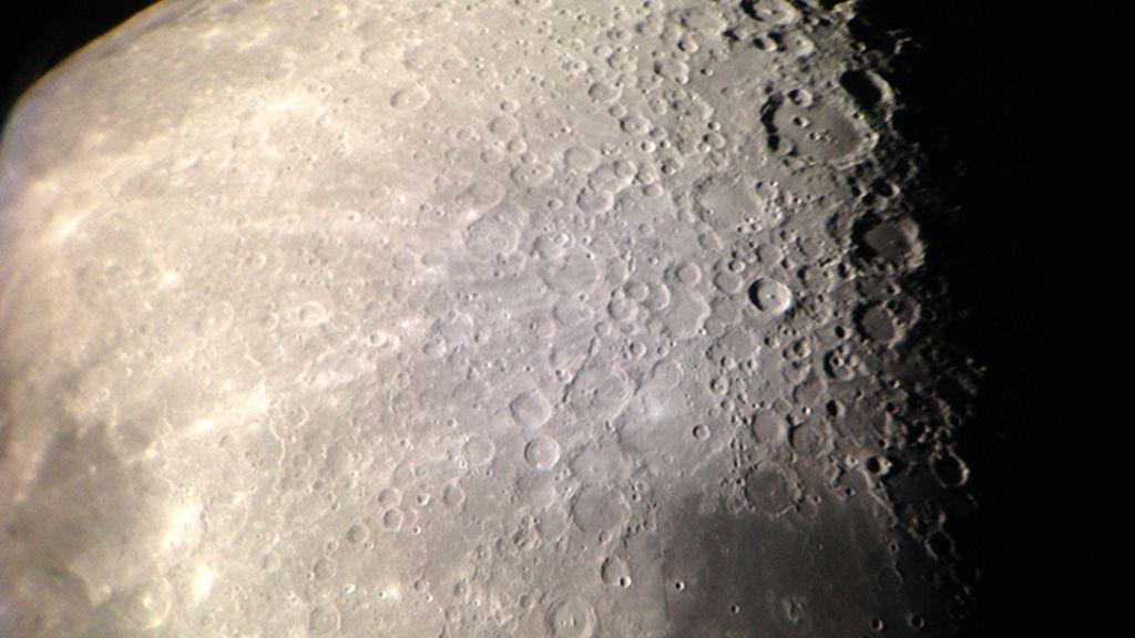 El polo sur de la Luna, lleno de cráteres