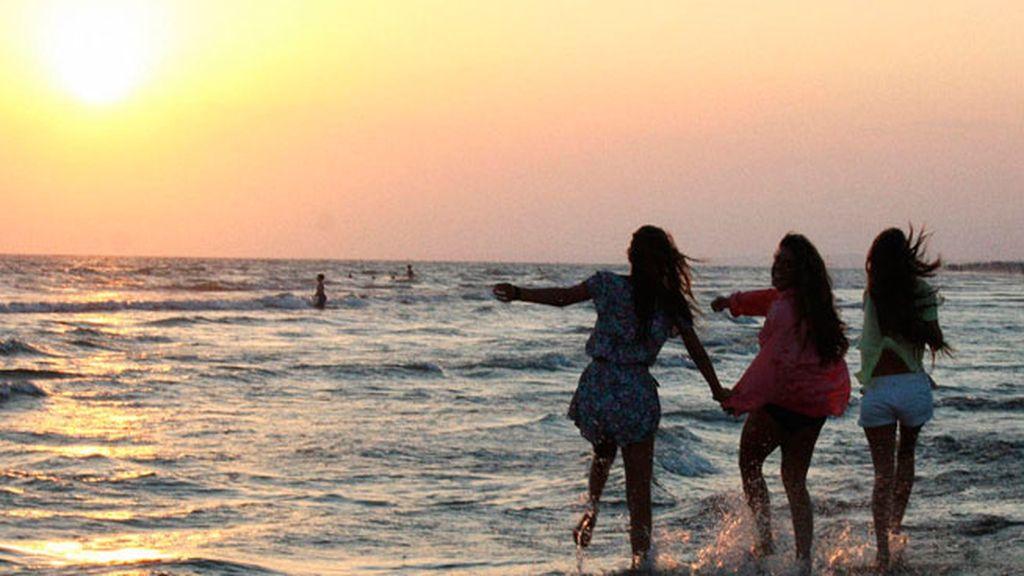 Cuando el sol se pone sobre el mar se produce un momento completamente mágico