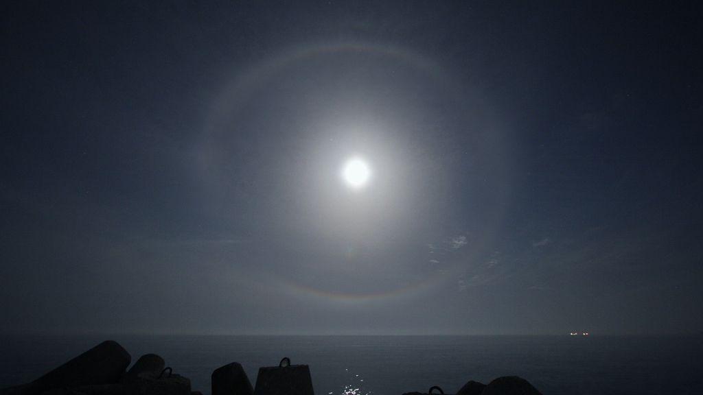 Luna que presenta halo, mañana húmedo o malo