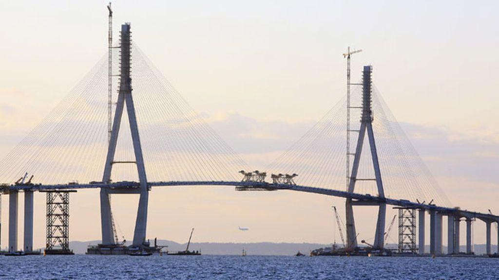 El Puente Incheon abrió al público coreano en 2009 para conectar la Isla Yeongjong e Incheon en Japón a 230 metros de altura
