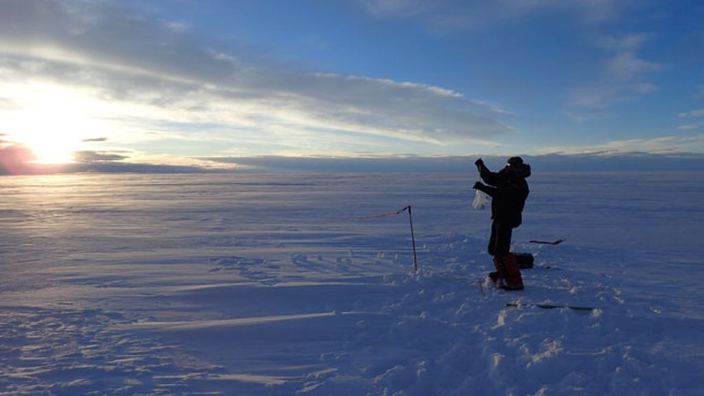 Hilo en la nieve de Groenlandia