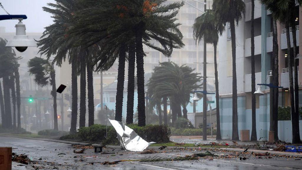 Florida se despide del huracán con inundaciones y 400.000 casas sin luz