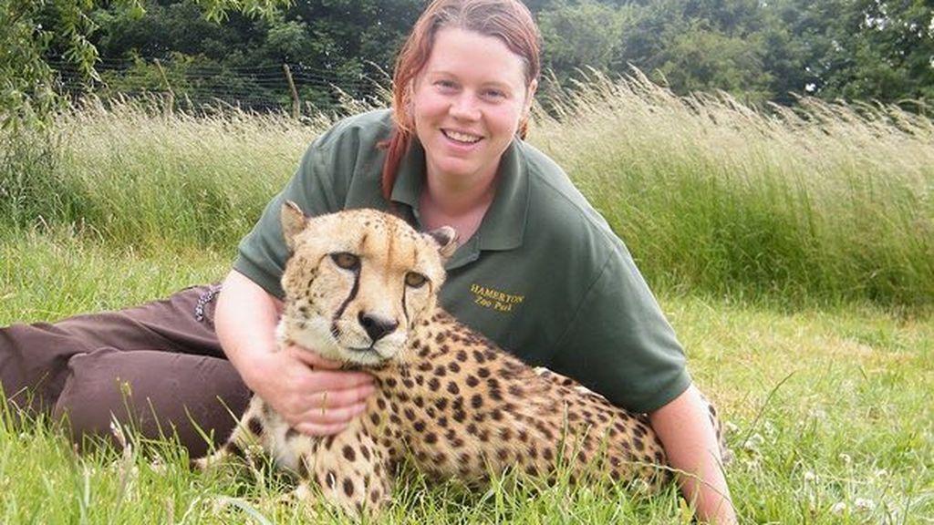 La mujer atacada por un tigre en el zoo