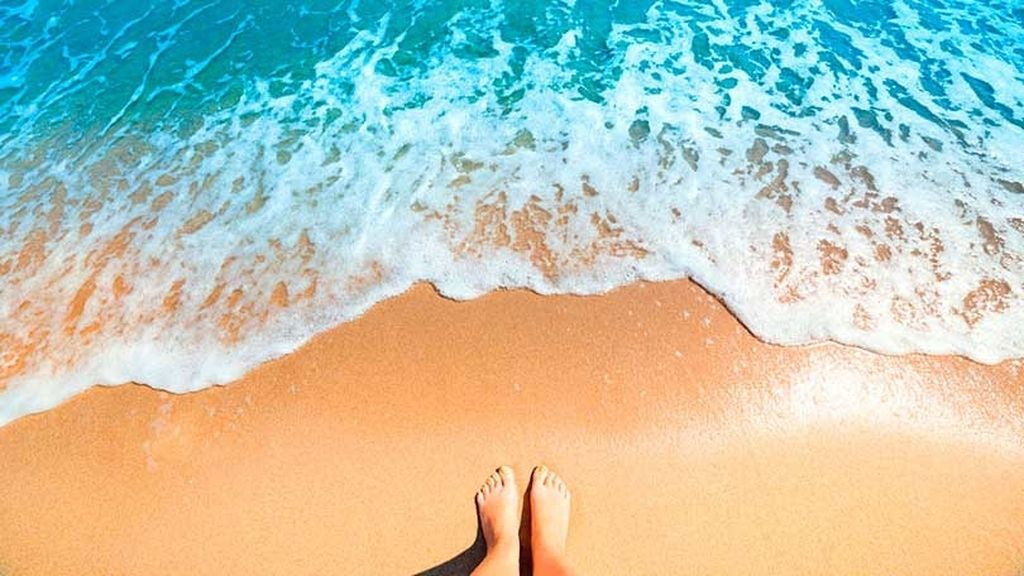 Azul sobre amarillo, olor de mar sobre brisa: cuando vista y olfato despiertan en la playa