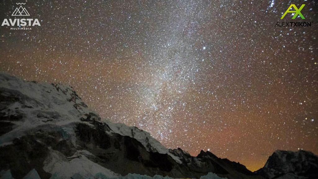 Los 6 peligros a los que se enfrenta Alex Txikon, el primero en subir el Everest en invierno sin O2