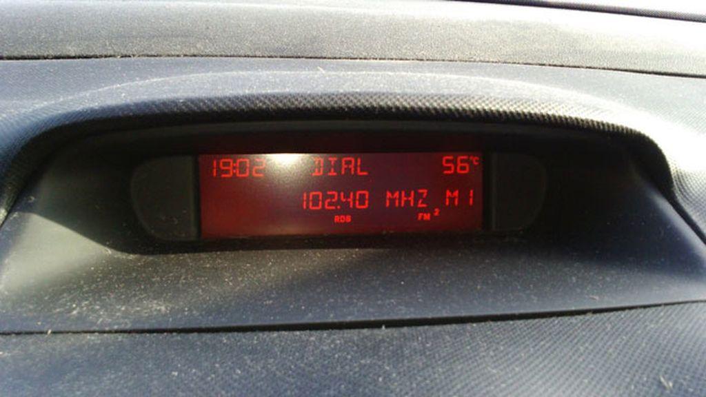 Nuria fotografiaba en su coche los 56 grados que, a las siete de la tarde, había en Sevilla