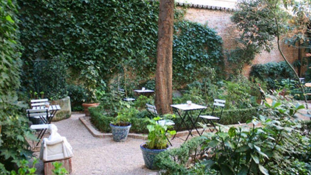 Una cita para dos en el jardín del Museo del Romanticismo