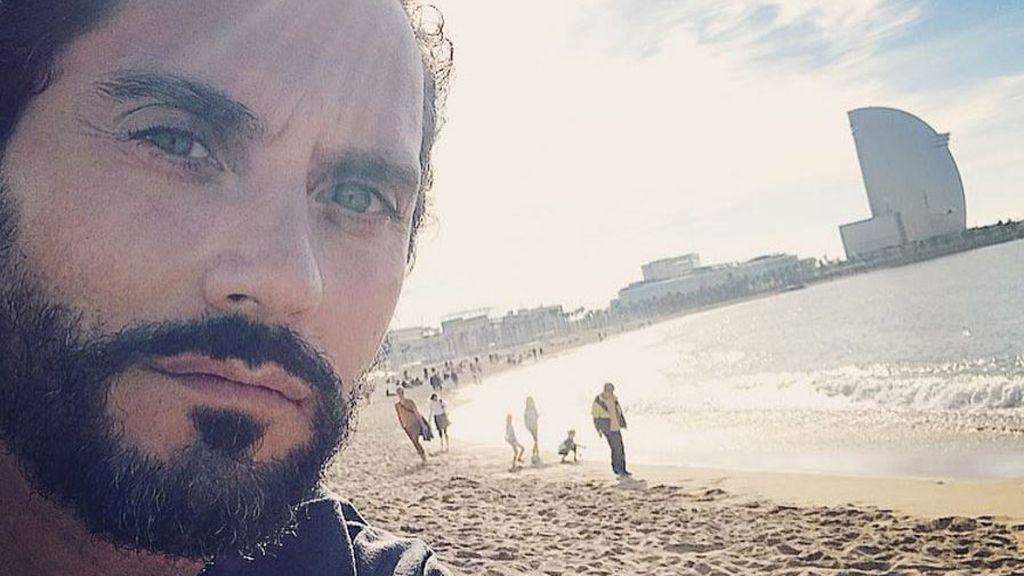 """""""¡Qué lujo es Barcelona!"""". Así disfruta Paco León su """"#navidadenlaplaya"""""""
