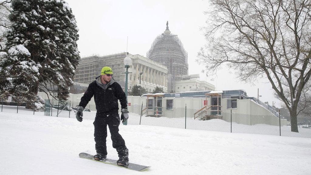 La moda del #SnowChallenge: 'nadar en la nieve' y otras ocurrencias