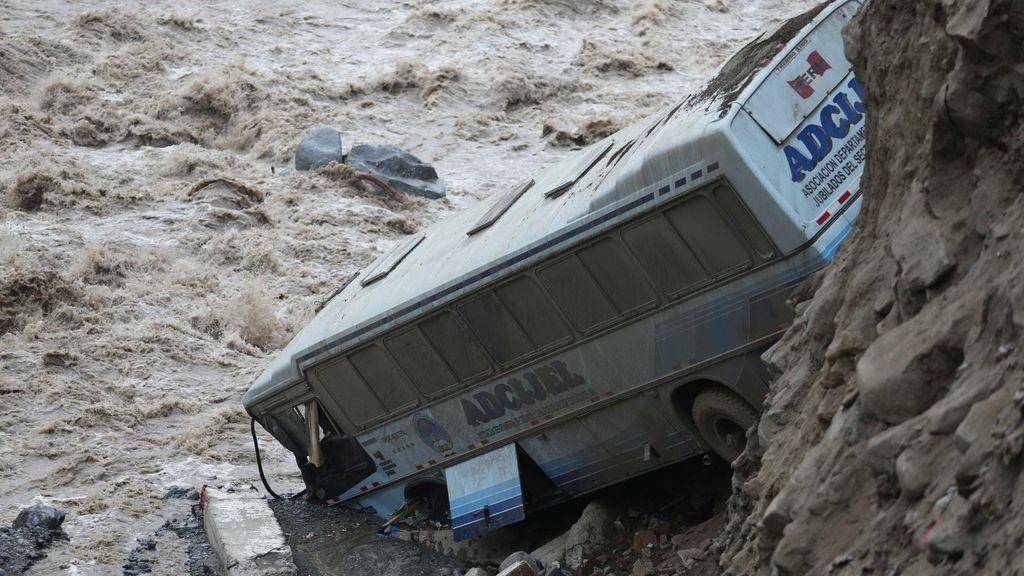 El temporal ha provocado innumerables destrozos en viviendas y calles