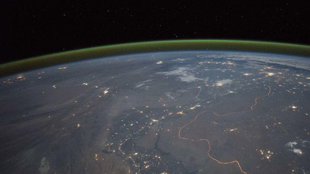 ¿Qué es esa luz verde llamada 'resplandor atmosférico'? Sirve para detectar tsunamis