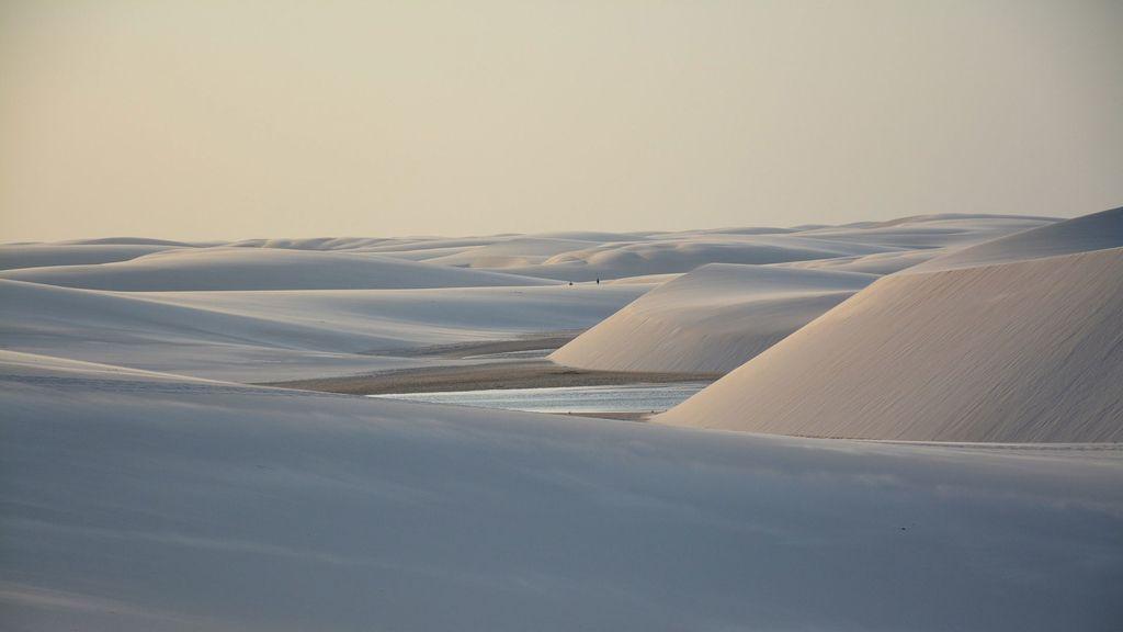 Desierto con agua en los Lençois Maranhenses, Brasil
