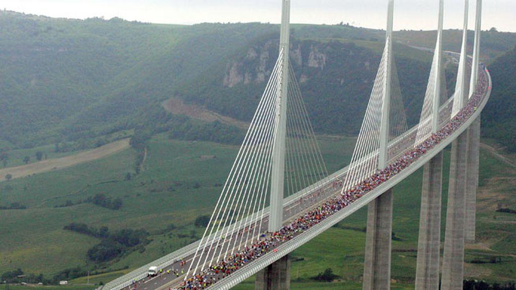 Millau, en Francia, disfruta de este viaducto construido a 343 metros de altura