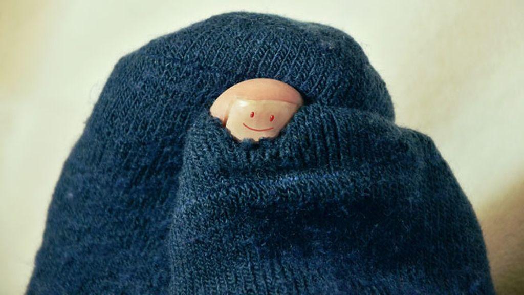 Llega la temporada de los pies fríos: Trucos para calentarte los pies en la cama