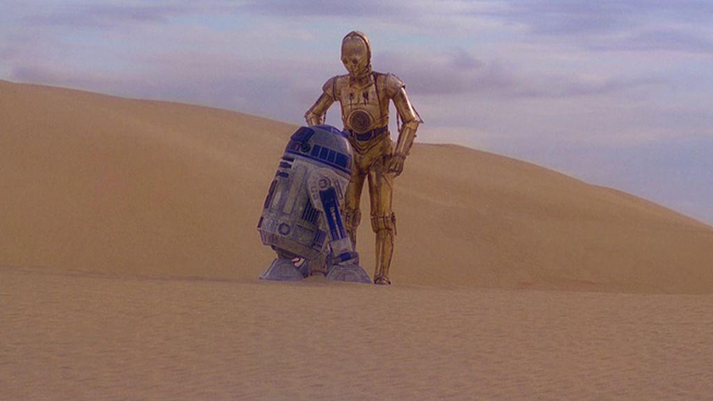 R2D2 y C3PO en el desierto infinito de Tatooine