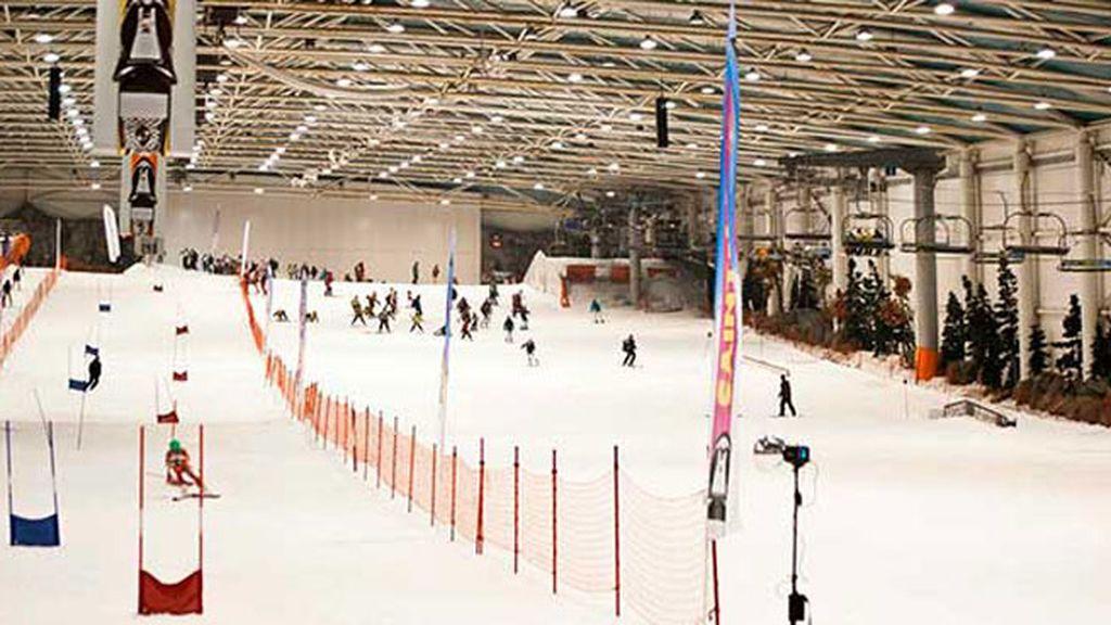Los deportes de invierno, también 'indoor': visita La pista de esquí artificial de Xanadú
