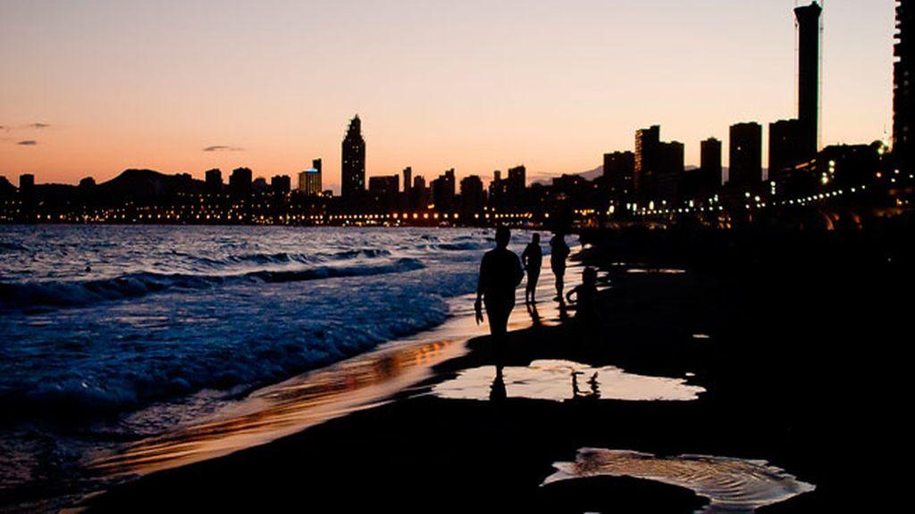 De Levante a Poniente, Benidorm y sus puestas de sol