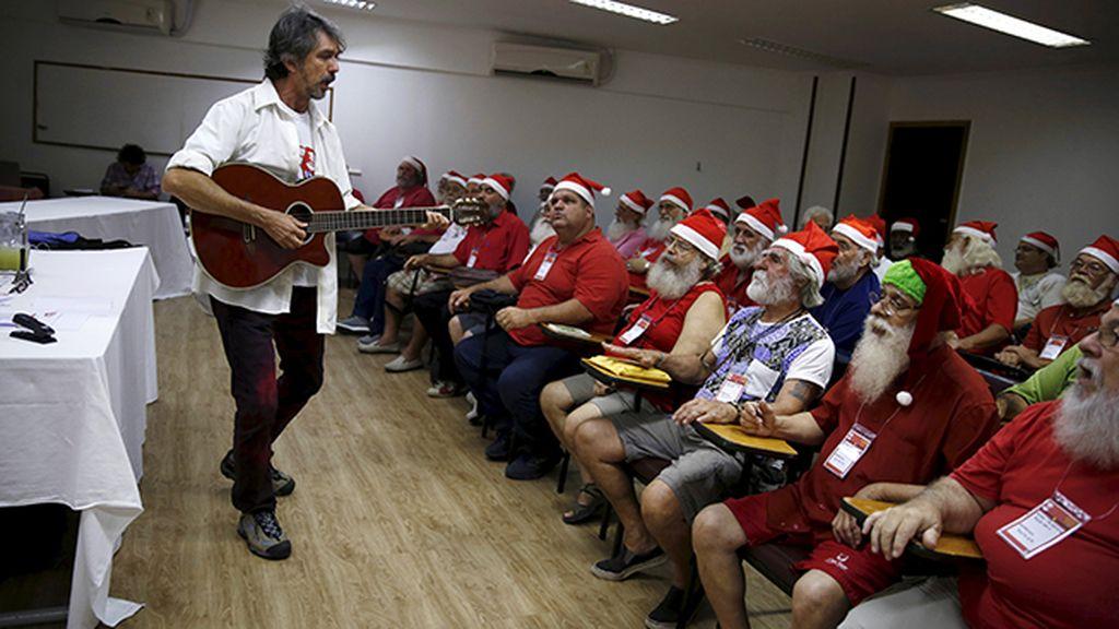 Escuela de Papa Noel en Brasil