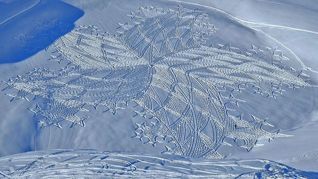 La nieve es el material de sus obras de arte