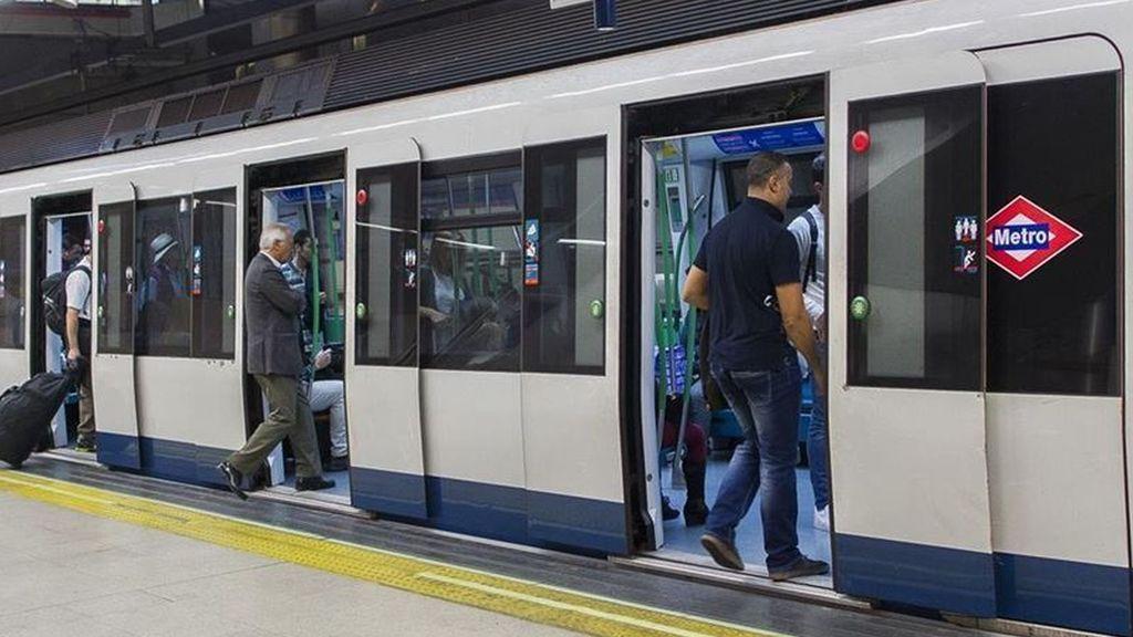 """Denuncian """"vejaciones"""" y """"tocamientos"""" a una maquinista de Metro por un grupo de jóvenes ebrios"""