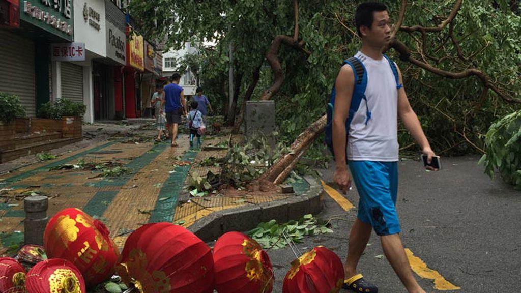Se dirige a China tras dejar a 500.000 hogares sin electricidad y numerosos desperfectos