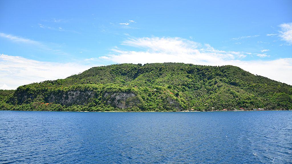 La Isla Verde, en la zona de los Camarines del Norte, se abastece solo de energía solar