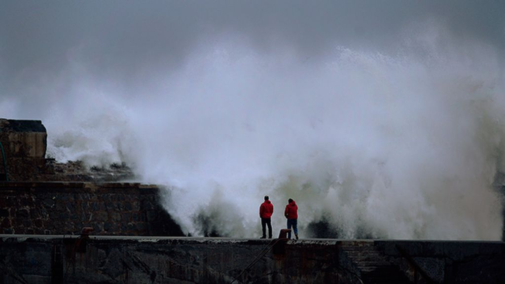 Alerta roja por vientos intensos y oleaje