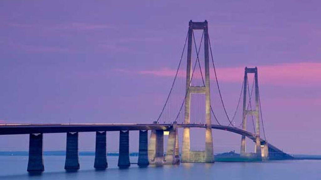 El Puente del Gran Belt, en Dinamarca, alcanza los 254 metros