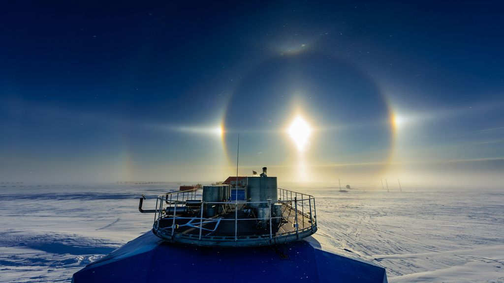 Un halo solar en la estación de investigación Halley, en la Antártida