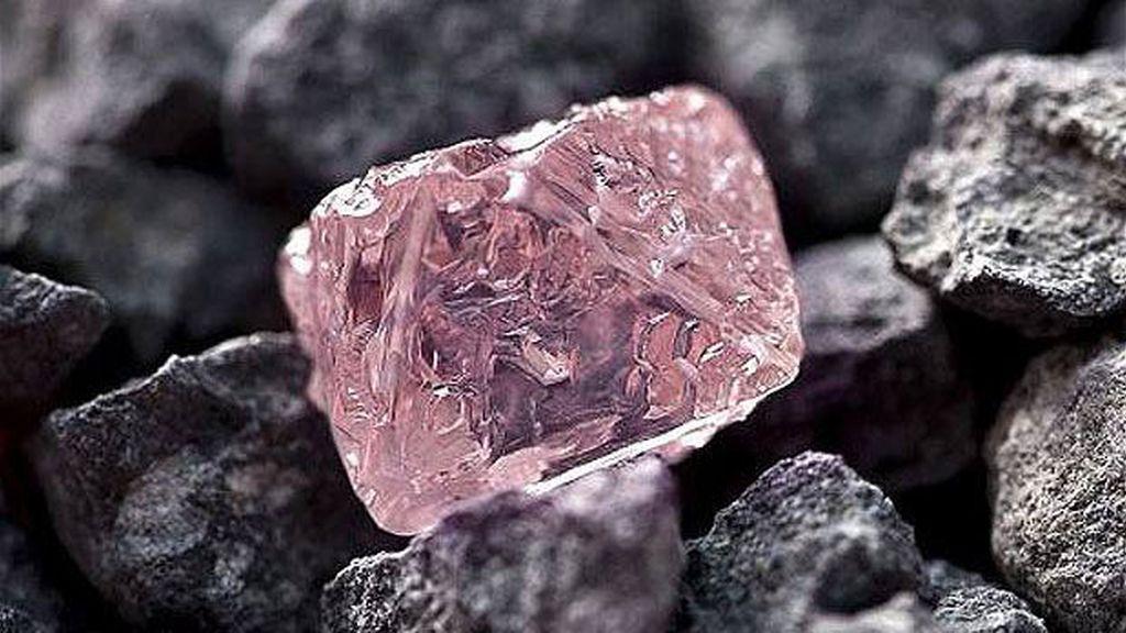 Este 'caramelo de fresa' o el mayor diamante rosa que se ha encontrado en Australia