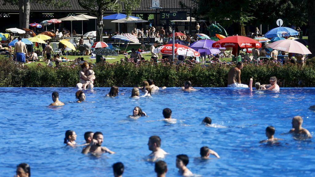 Pool carmena las piscinas de madrid ya est n abiertas y for Madrid piscinas municipales