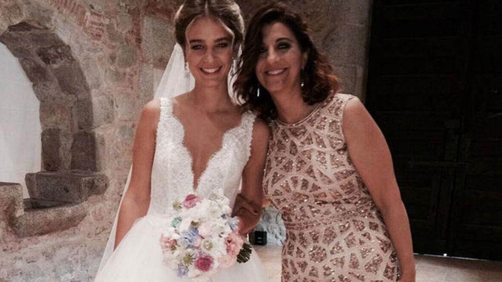 """""""Amor de madre"""" #toelrrato:  el posado sonriente de Laura Escanes y Anna Espinosa"""
