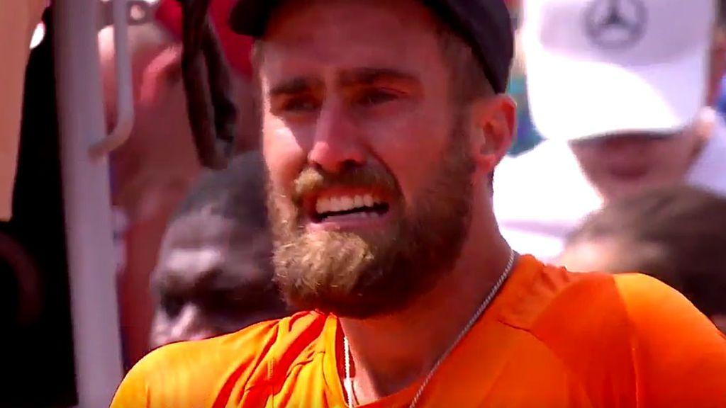Un tenista rompe a llorar desconsoladamente tras pasar de ronda en Roland Garros